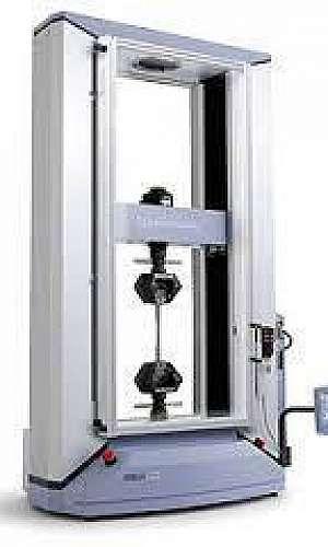 Máquina universal de ensaios